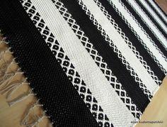 Etusivu - Rugdesign - kotimaiset käsintehdyt matot Fabric Rug, Dobby, Woven Rug, Rug Making, Needlepoint, Loom, Hand Weaving, Carpet, Textiles