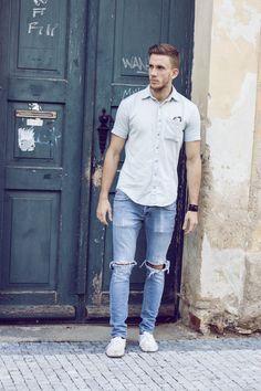 Cómo llevar pantalones rotos para hombre #pantalones #rotos #desgastados…