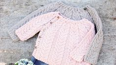 A pattern for a cabled baby cardigan, in Danish. Baby Cardigan Knitting Pattern, Baby Knitting Patterns, Baby Patterns, Knit Baby Sweaters, Knitted Baby Clothes, Baby Knits, Knitting For Kids, Free Knitting, Cardigan Bebe