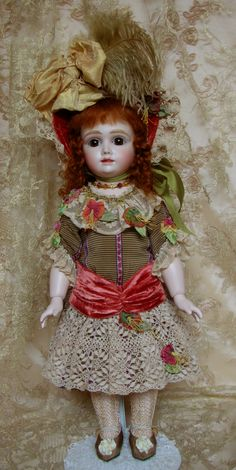 Known as the Kestner AT, this doll is marked 13, I particularly liked this costume, typical colors that Mary Lambeth likes... :) doll by Emily Hart