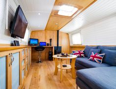 Bespoke Canal Boat Planning, Design & Build Services: Whether you need a narrowboat or widebeam designing, building or fitting out, we're here to help. Barge Interior, Best Interior, Interior Ideas, Canal Boat Narrowboat, Small Rooms, Small Spaces, Canal Boat Interior, Canal Barge, Narrowboat Interiors