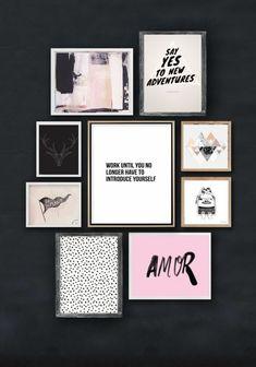 cadre-photo-personnalisé-mur-bleu-foncé-image-rose-dessin-art-print-citation-inspirante-cornes