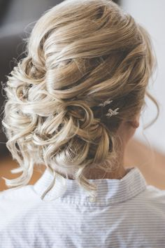 Loving Michelles, beautiful curly low side bun! Image: Brit Jaye Photography