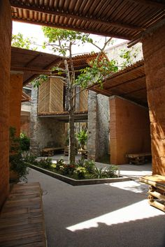 of Bes Pavilion / H&P Architects - 31 Image 24 of 35 from gallery of Bes Pavilion / H&P Architects. Photograph by Tran Ngoc PhuongImage 24 of 35 from gallery of Bes Pavilion / H&P Architects. Photograph by Tran Ngoc Phuong Architecture Durable, Tropical Architecture, Sustainable Architecture, Landscape Architecture, Interior Architecture, Landscape Design, Creative Architecture, Vernacular Architecture, Design Patio