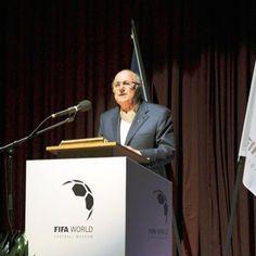 Blatter dá recado,'Não estou pronto para um museu ou para virar um boneco de cera', brinca o presidente da entidade