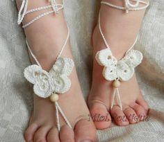 Accessori piedi spiaggia per matrimonio con farfalla uncinetto. Crochet barefoot sandals. #wedding