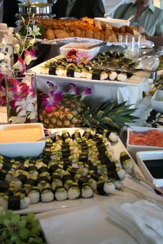 Beautiful Sushi Display Japanese Buffet, Thanksgiving Decorations, Table Decorations, Appetizer Recipes, Appetizers, Snack Items, Small Plates, Foods To Eat, Sashimi