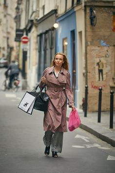 Get the Look: Villanelle's Crumbly Chic Paris Apartment in 'Killing Eve' Parisienne Chic, Blue Frock, Eve Costume, Eve Best, Big Dresses, Corset Dresses, Prom Dresses, Jodie Comer, Outfits