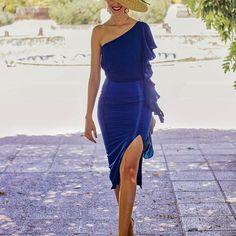 Buenos días con este nuevo lookazo de @brunacoleccion!. ️️Y ojo que os doy varias opciones para combinarlo desde mi blog.  La pamela es de @sisterstocados, las sandalias de @salo_madrid, el clutch de la ONG @new.mantra (os cuento su historia en el post) y peinado de @doupdo.  Qué favorecedor es el #azulkleim verdad?. . . #invitada #invitadas #invitadaboda #invitadasboda #invitadaconestilo #invitadasconestilo  #lookboda #boda #bodas #wedding #weddingguest #guest #style #fashion #moda #inv...
