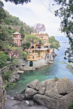 I cannot believe it took me more than ten years of traveling in Italy before I visited the charming town of Portofino. When planning my exploration of Ligu… #travelinitaly