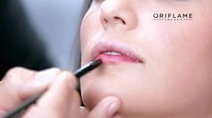 BOLD LIP LOOK www.facebook.com/ORIFLKIKI Αν Θέλετε να παραγγείλετε προϊόντα από την σελίδα μας ακολουθήστε το παρακάτω Link: http://gr.oriflame.com/consultants/php/php-order.jhtml?nameInUrl=gr_beautycosmetics&DistributorEmail=koutsomitroukiki%40gmail.com