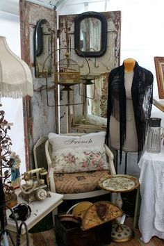 Nice pillow using vintage remnants.