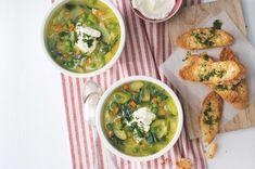 Zeleninová polévka se sýrovými tousty   Apetitonline.cz Palak Paneer, Foodies, Veggies, Ethnic Recipes, Vegetable Recipes, Vegetables