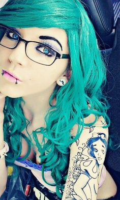 #blue #dyed #scene #hair #pretty (she is so gorgeous!!)