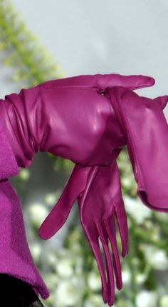 Fuchsia Pink Leather Gloves by Christian Dior at Couture Fall 2009 . Vintage Pink, Mode Vintage, Pink Love, Pretty In Pink, Hot Pink, Bright Pink, Gloves Fashion, Fashion Accessories, Women Accessories