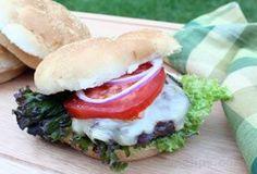 Grilled White Cheddar Burgers Hamburger Steak Recipes, Beef Recipes, Salad Recipes, Dessert Recipes, Grilled Burger Recipes, Grilling Recipes, Maidrites Recipe, Desert Recipes