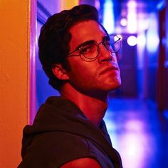 The second installment of Ryan Murphy's crime saga focuses on the murder of Gianni Versace and a complex and controlled performance from Darren Criss. Do not go into The Assassination of Gianni Versace: American Crime Story Gianni Versace, Donatella Versace, American Crime Story, American Psycho, Lgbt, Darren Criss Glee, Ryan Murphy, Six Feet Under, Ted Bundy