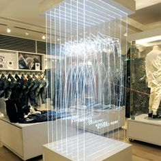 Creative thinking 1 - Denham Tokyo store, 3-dimensional fit guide.