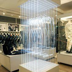 Creative thinking 1 - Denham Tokyo store, 3-dimensional fit guide.