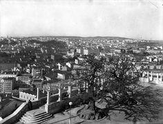 Lisboa de Antigamente: miradouro Lisbon Portugal, Pavement, Vintage Photography, Portuguese, Paris Skyline, The Past, The Incredibles, History, Street