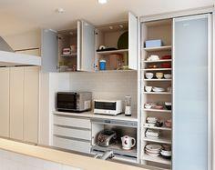キッチン収納 Larder Cupboard, Kitchen Cupboard Doors, Storage Cabinets, Kitchen Storage, Interior Inspiration, Home Kitchens, Kitchen Dining, New Homes, House Design