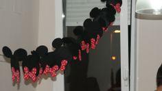 Guirnalda Mickey Mouse, realizada por mi, con fieltro.  En su 2º cumpleaños