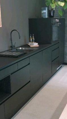 Black Kitchen Decor, Grey Kitchen Designs, Kitchen Cupboard Designs, Luxury Kitchen Design, Kitchen Room Design, Modern Kitchen Cabinets, Interior Design Kitchen, Modern Grey Kitchen, Cuisines Design