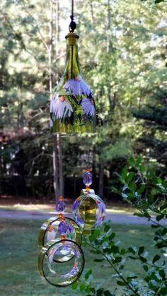 Cute DIY Glass Bottle Cutting Crafts. Easy DIY Glass Bottle Crafts for Home Decor Ideas Wine Bottle Chimes, Glass Bottle Crafts, Bottle Art, Glass Bottles, Pop Bottles, Recycled Wine Bottles, Bottle Cutting, Custom Bottles, Thing 1