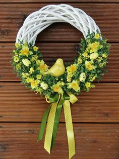 Belle couronne de printemps # poil # amour # style # beau # Maquillage - Lilly is Love Easter Wreaths, Christmas Wreaths, Christmas Decorations, Diy Spring Wreath, Spring Crafts, Wreath Crafts, Diy Wreath, Diy Ostern, Easter Crafts