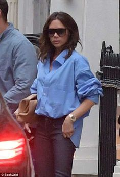 Miles apart: Victoria Beckham was pictured looking sombre in London on Saturday as she was seen for the first time since denying claims she is set to divorce her husband of 19 years David Victoria Beckham Outfits, David Und Victoria Beckham, Victoria Beckham Stil, Mode Outfits, Casual Outfits, Fashion Outfits, Jeans Fashion, Fashion Mode, Work Fashion