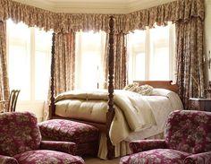 (33) - Blantyre, Massachusetts - En este hotel hay más de 4.000 libros, por lo que también es el destino ideal para los autores estresados que buscan un poco de paz y tranquilidad. En los habitaciones, los libros se muestran con orgullo, mientras que los televisores están discretamente escondidos.  La sala principal con su chimenea, su terraza cubierta y sus sillas de Adirondack hacen de este retiro rural el paraíso de los amantes de los libros.