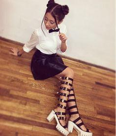 Descopera 10 poze cu Nicole Cherry purtand cele mai frumoase tinute! Ai curaj sa-i copiezi stilul Mai, Leather Skirt, Heels, Skirts, Style, Fashion, Heel, Swag, Moda