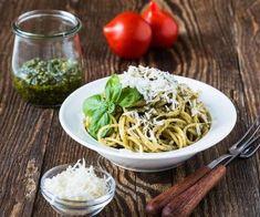 Italian traditional pasta with pesto sauce Royalty Free Stock Photo Pesto Sauce, Pesto Pasta, Alice Tv, Cooking Chef, Linguine, Biscotti, Spaghetti, Ethnic Recipes, Royalty