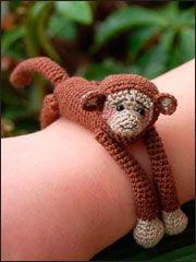 animal hug bracelets This is the coolest amigurumi idea ever! Crochet Monkey, Love Crochet, Crochet For Kids, Crochet Baby, Knit Crochet, Crochet Amigurumi, Amigurumi Patterns, Crochet Dolls, Crochet Patterns
