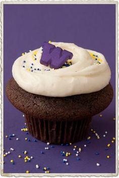 Husky cupcakes from Cupcake Royale | Husky Tailgating!