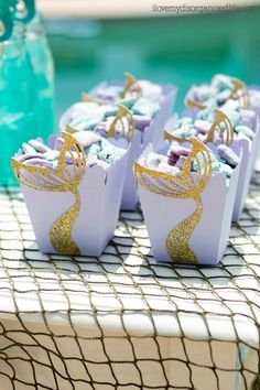 Mermaid DIY treat boxes are easy to make and a great way to add fun to your mermaid party. Perfect for popcorn or puppy chow! Mermaid Birthday Decorations, Mermaid Theme Birthday, Little Mermaid Birthday, Little Mermaid Parties, Mermaid Crafts, Mermaid Diy, Bubble Birthday Parties, Party Fiesta, Mermaid Baby Showers