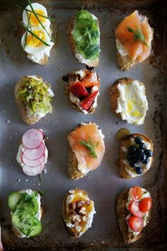 """crostini creations - like Erin and I do, lil tapas! :) or actually """"pinchos"""" (pinches). tapas are slightly bigger. Snacks Für Party, Appetizers For Party, Appetizer Recipes, Cheese Appetizers, Appetizer Ideas, Fruit Appetizers, Popular Appetizers, Healthy Appetizers, Party Recipes"""