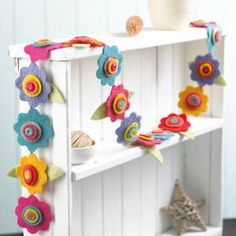 Flower Garland Decorative Ideas - YourHome - Projects - Felt flower garland - Trending decorative uses of flower garlands in 2019 Felt Diy, Felt Crafts, Fabric Crafts, Diy Crafts, Arts And Crafts, Felt Bunting, Felt Garland, Felt Ornaments, Fabric Garland