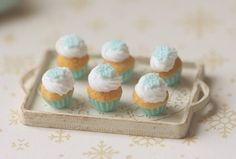 Dollhouse Miniature Food - Cupcakes