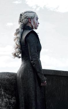 Daenerys targaryen game of thrones Game Of Thrones Facts, Game Of Thrones Tv, Game Of Thrones Quotes, Game Of Thrones Funny, Emilia Clarke Daenerys Targaryen, Game Of Throne Daenerys, Dany Targaryen, Deanerys Targaryen, Targaryen Wallpaper