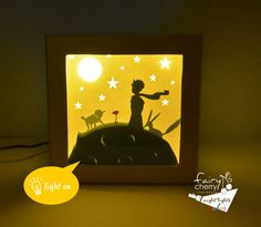 This is a Lttle Prince theme lighted shadow box, made with paper cut! From the famous book of Antoine de Saint-Exupéry, the Little Prince, with his friends the fox, the sheep and the rose on his famous asteroid watching the moon and the stars! SIx white or colored papers, hand cut and layered to provide a 3D scene. Placed in a hand painted hard paper box and protected with plexi glass. Perfect for any room of your house! It is lighted with long life led strip light (energy saver and…
