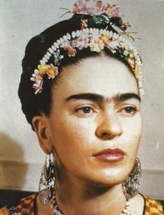 """Frida Kahlo de Rivera - born Magdalena Carmen Frieda Kahlo y Calderón Mexican painter, best known for her self-portraits. Kahlo suggested, """"I paint myself because I am so often alone and because I am the subject I know best. Diego Rivera, Frida E Diego, San Diego, Natalie Clifford Barney, 3 4 Face, Mexican Artists, Photocollage, Great Artists, Famous Artists"""