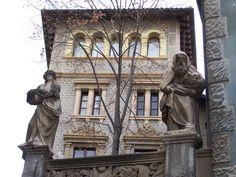 Vic, Barcelona. Vic tiene uno de los cascos históricos más importantes y mejor conservados en toda #Cataluña, donde podrá visitar monumentos históricos.