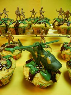Army Men Cupcakes - These would be cute to make for my soldier's homecoming !