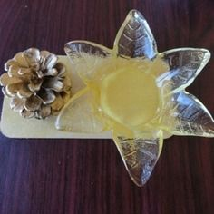Bougeoir chauffe-plat fleur et pomme de pinhttp://www.alittlemarket.com/boutique/recup_creation-343513.html