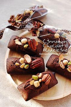 시나몬 쇼콜라 마들렌 Tea Cakes, Mini Cakes, Cookie Desserts, Cookie Recipes, Madeline Cookies Recipe, Mini Tortillas, Sugar Pie, Bakery Cafe, Food Packaging