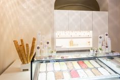 The new shop that opened for business on December 8th shares the same minimalistic yet inviting design of the first shop that has been widely praised in both national and international design circles and allows for the ice cream to take centre stage.
