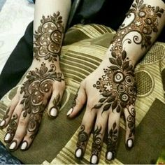Floral Henna Designs, Latest Arabic Mehndi Designs, Henna Designs Feet, Finger Henna Designs, Stylish Mehndi Designs, Dulhan Mehndi Designs, Mehndi Designs For Fingers, Unique Mehndi Designs, Beautiful Henna Designs