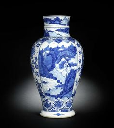 A blue and white baluster vase, Kangxi