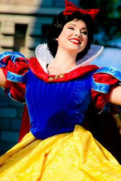 I'm going through a phase right now where I'm just obsessed with Snow White. I'm not even entirely sure why.